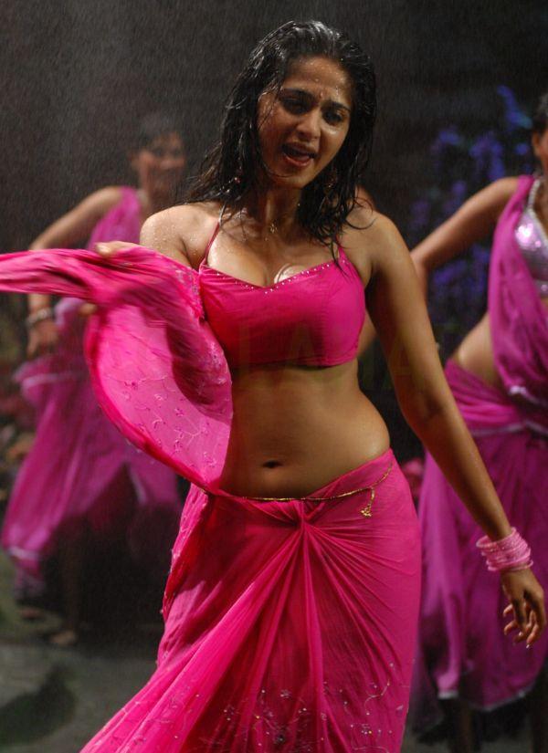Anushka-Latest-Hot-Navel-Show-Photos-in-Pink-Saree-Anushka-Shetty-latest-hot-navel-photos-1