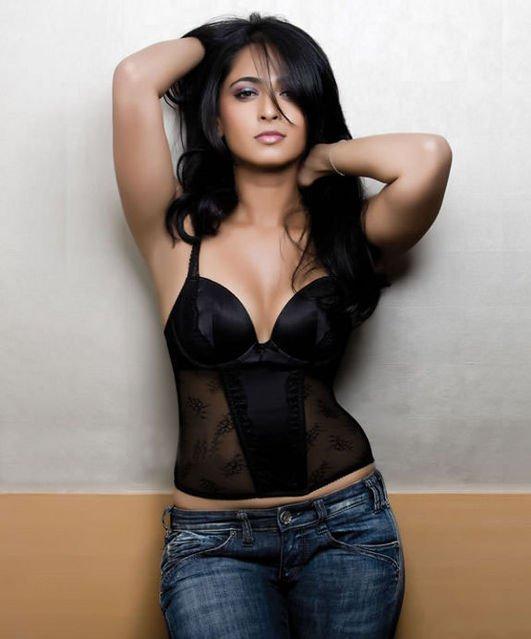 Anushka-Shetty-Measurements-Height-Weight-Bra-Size-Age-Wiki