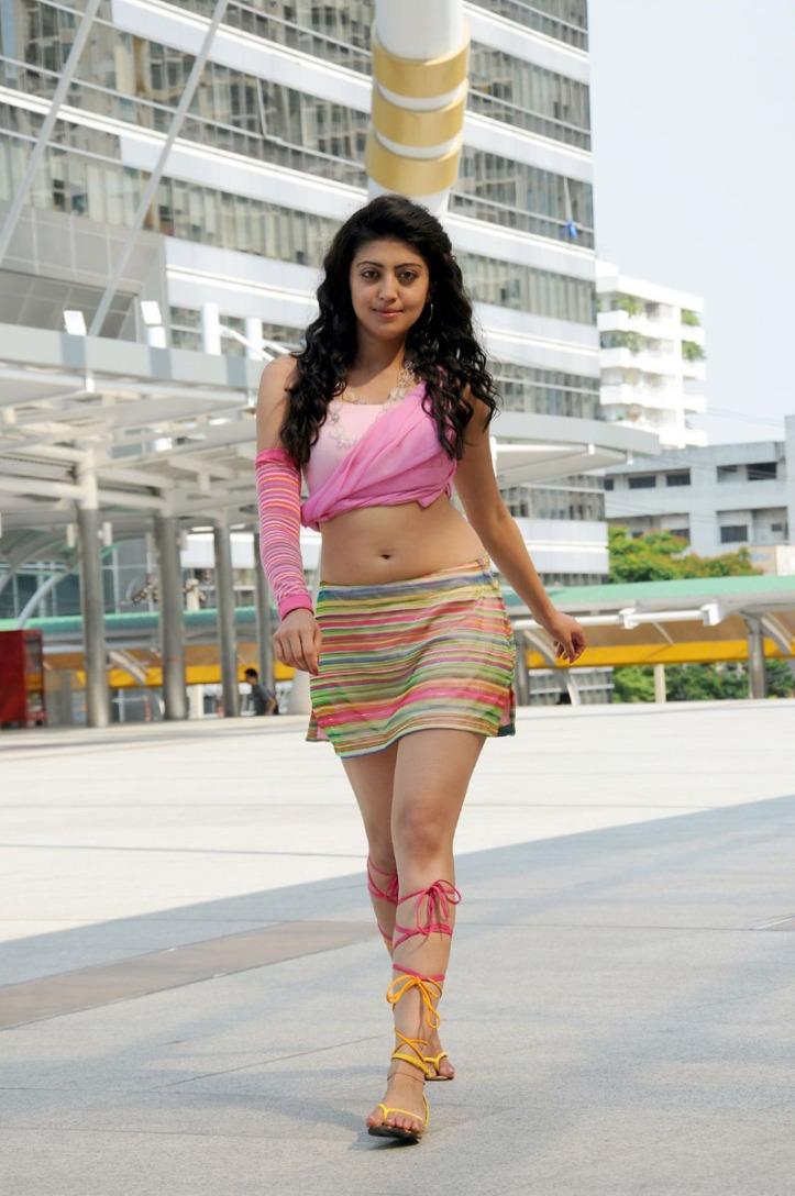 pranitha-hot-stills-in-udhayan-movie-1