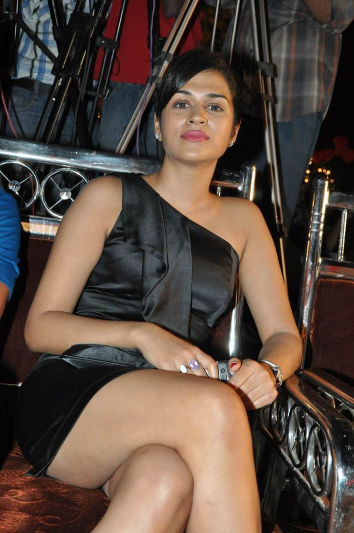 Shraddha Das Hot Thigh Show Pics