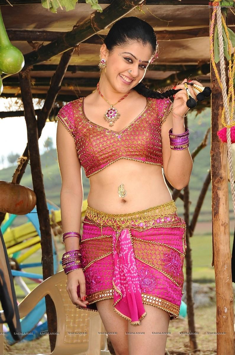 Hot saree look